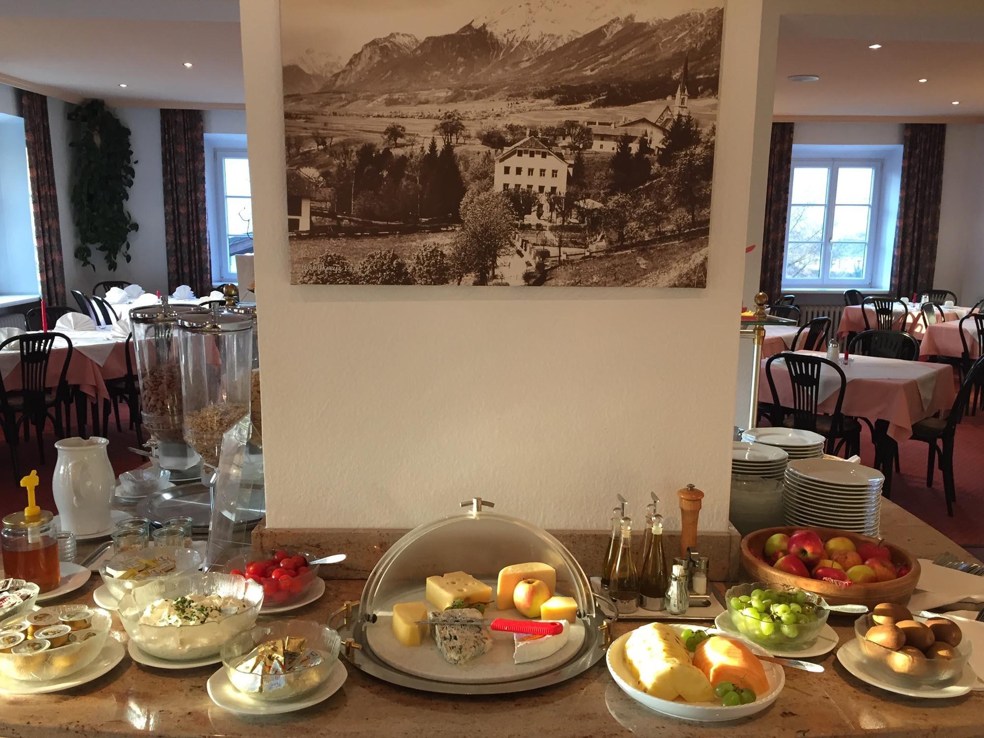 exzellentes Frühstück vom Buffet - Hotel Heiligkreuz in Hall bei Innsbruck