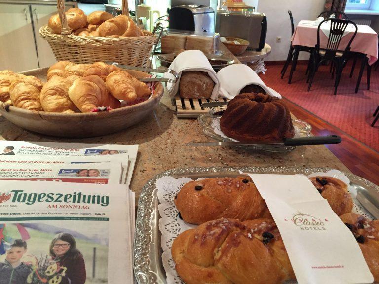Zeitung und Zopf - Hotel Heiligkreuz Hall bei Innsbruck