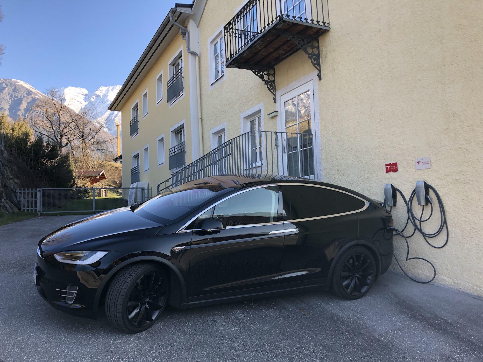 Ladestation Typ2 Tesla im Austria Classic Hotel Heiligkreuz in Hall bei Innsbruck