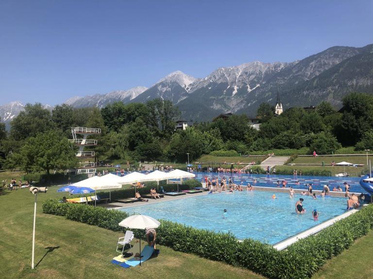 Freischwimmbad Hall in Tirol - Hotel Heiligkreuz