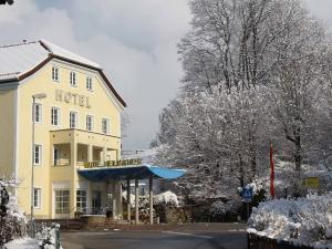 Winter Ansicht Hotel Heiligkreuz Hall bei Innsbruck